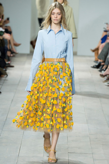 My second favorite in this collection was look 16. The beautiful floral skirt is a great minimalist combined with a shiny faux leather belt, great for a date