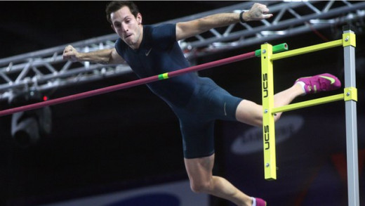 Renaud Lavillenie breaks Sergey Bubka's pole vault record by 1 centimeter