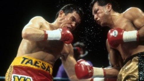 Julio Cesar Chavez broke down Tony Lopez with head and body shots.