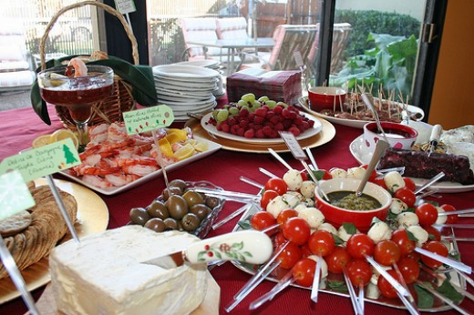 How To Throw A Buffet Party On A Budget For The Holidays