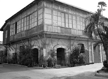 This is the Quema ancestral house. Most old Spanish houses are built this way.