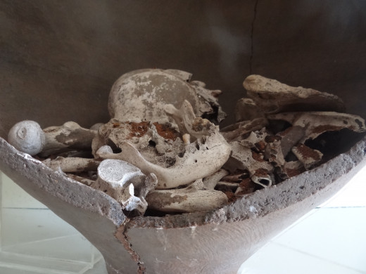 What can the items included in a Mayan burial tell us about the person who was buried there?