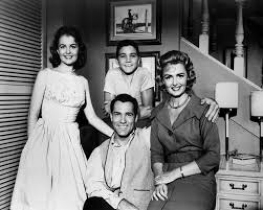 "Cas of ""The Donna Reed Show,"" left to right, Shelly Fabares; Paul Petersen; Donna Reed and Carl Betz"