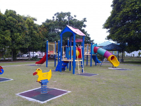 I love evenings, bring my boy to the playground and have some fun while exercise