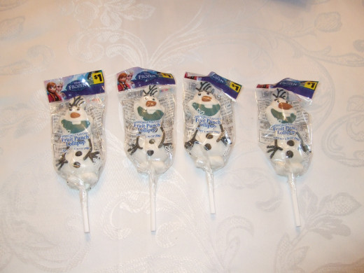 Loveable Olaf, in lollipop form. These are the ones that went in the gift bags.