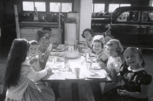 Friends in the 1950s had birthday parties at home.