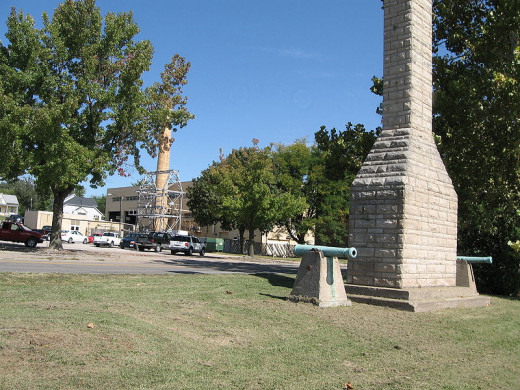 Fort Madison, Iowa. Monument marking location of original fort.