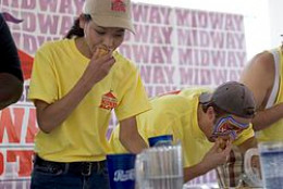 Sonya Thomas and Tim Janus at the 2005 Midway Slots Crabcake Eating Competition
