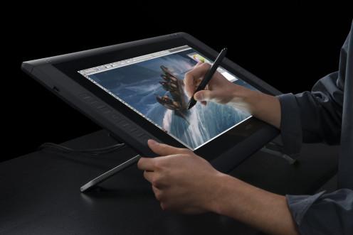 Wacom CINTIQ 22HD Pen Display - Graphics Monitor with Digital Pen - Black