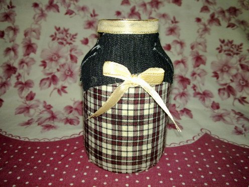 I made this Pencil Holder from mayo jar and some fabrics