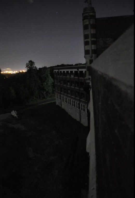 Night view outside Waverly Hills Sanatorium.