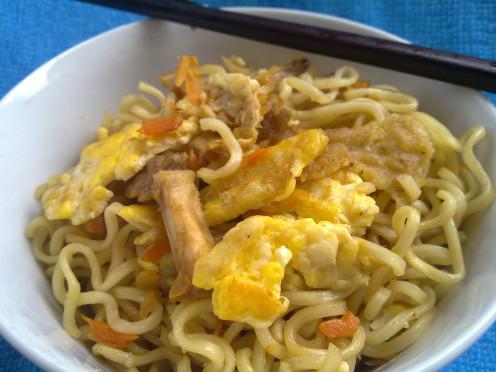 Freshly stir fried instant noodles to satisfy hunger pangs