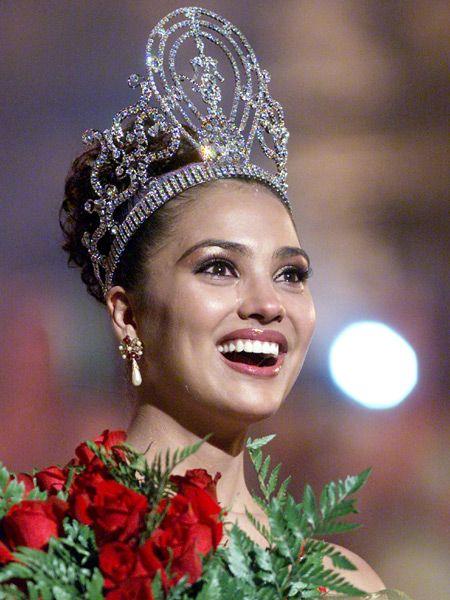 Lara Dutta at Mis Universe 2000