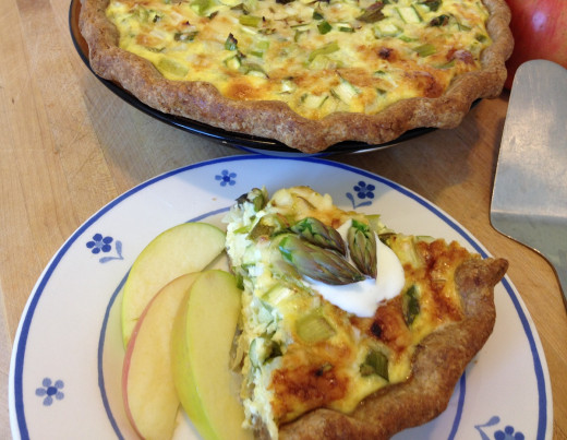Asparagus quiche with sliced apples