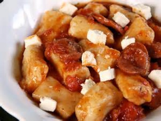 Gnocchi in tomato sauce sprinkled with feta cheese