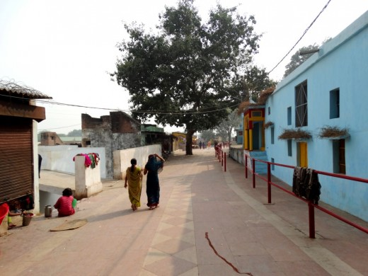 The path along which pilgrims do the Parikrama (circumambulation)