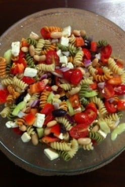 How to make a Simple Greek Pasta Salad