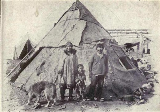 Inuit family in 1915, resembling a Saami family in Northern Europe.