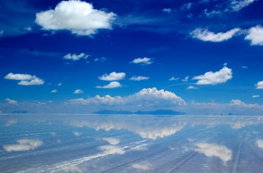 The world's biggest salt flat- Salar de Uyuni- transforms into the world's biggest mirror, after the rains.