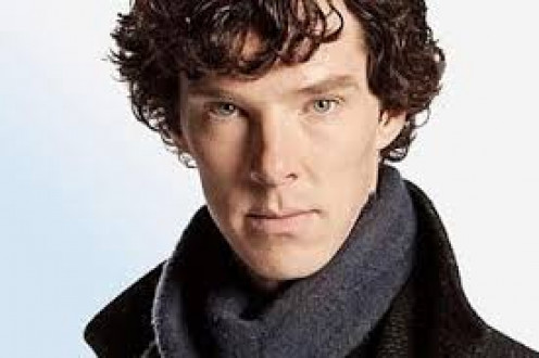 Fans used to seeing Benedict Cumberbatch in the role like the look with long hair and the ever present scarf and trench coat of Holmes.