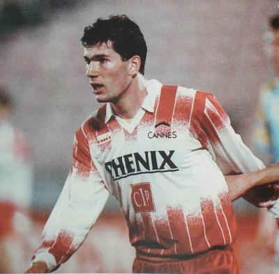Zidane in the jersey of Cannes.