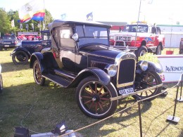 This old car with the wooden spokes is very similar to my Daddy's 1929 Dodge.