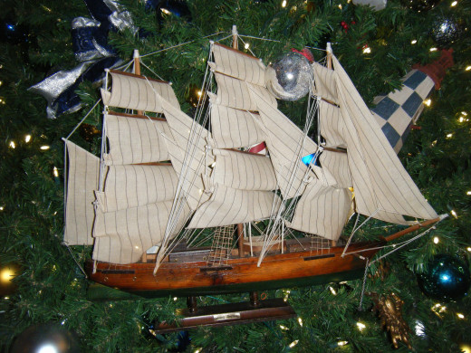 The tree at Yacht Club is covered in different ships, which goes very well with the theme of the resort.