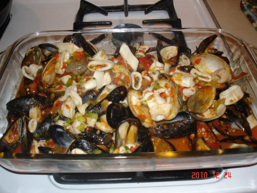 clams, muscles, scallops, shrimp, squid