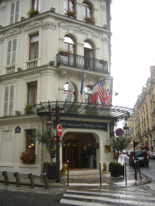 Hotel amarante champs-elysées Paris.This upscale hotel is 1 block from the George V metro station on the Avenue des Champs-Elysées, and a 6-minute walk from the Arc de Triomphe.  The classic rooms and suites feature elegant furnishings.