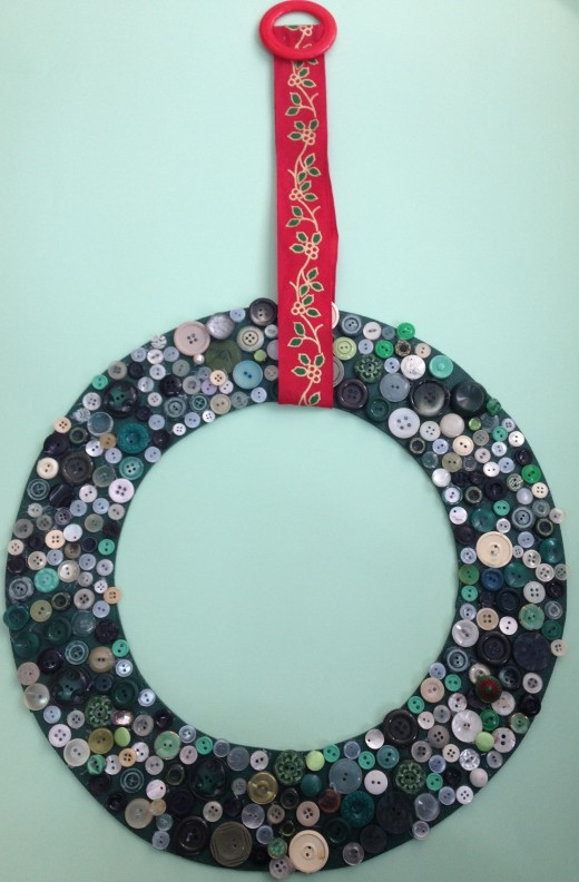 Green button wreath by kikalina