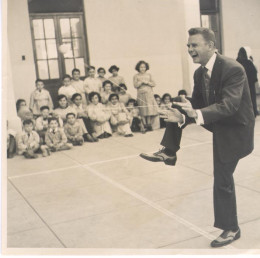 Donald F. Duncan showing children the magic of a yo-yo