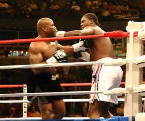 Kelvin Davis (Left) swaps bombs with Guillermo Jones in their bout. Davis lost the bout but he did not go without putting up a fight.