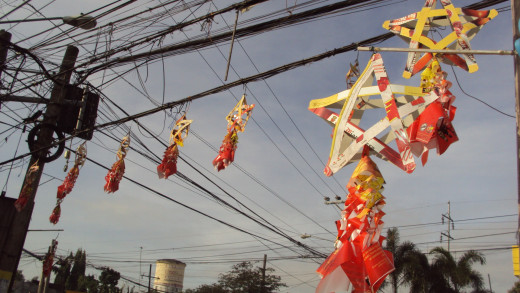 Parols in Calumpit seem to be made of 100% environment-friendly recycled materials. (By common usage, they are called parols or lanterns even when they can not be lit at night.)