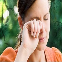 women rubbing hurt eyes