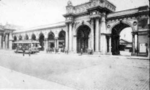 This third station building was opened a year after the City purchased Villa Park and changed it to Olentangy Park. This Union Station survived the Park by 38 years. an old streetcar sits out front in this image. Only the large arch was saved in 1976