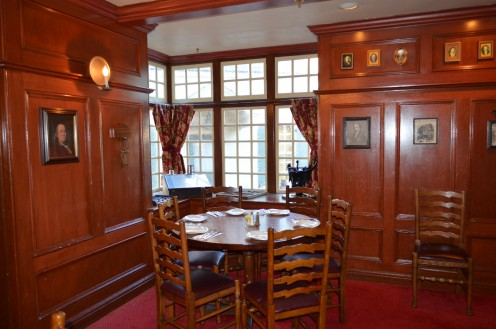 The Liberty Tree Tavern in The Magic Kingdom at Walt Disney World offers a traditional setting for a Thanksgiving meal.