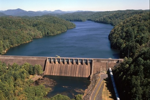 Tennesse River Dam in USA