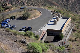 The Visitor Centre and small car park at Roque Bentayga Archaeological Park. The Centre is well planned and attractively laid out, and staffed by enthusiasts