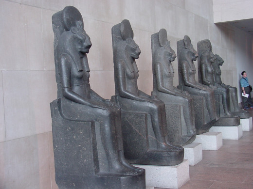 Six statues representing the goddess Sakhmet, goddess of war, violent storms and pestilence.