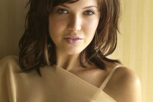Mandy Moore's two sharpest tools are her innocent looks and her feminine smile