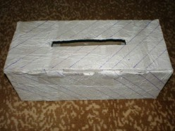 Lines drawn on the box are used for guidance in coloring/decorating the box