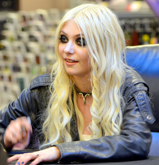 Taylor Momsen signing stuff on the Light Me Up Tour in April 2011.