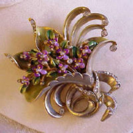 beautiful DeRosa pin/brooch with bouquet of violets in pastel pinks and purple