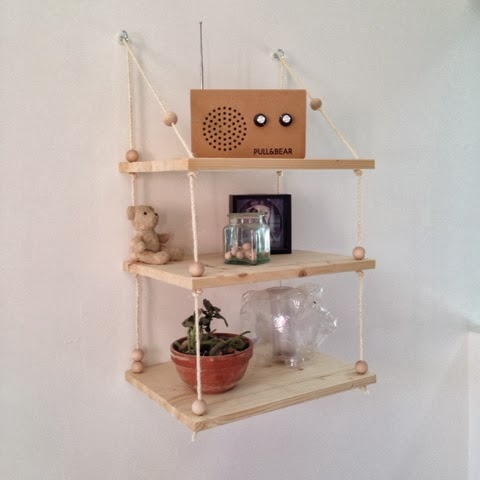 DIY hanging shelf, with wooden and rope.