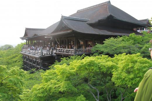 "The world famous ""stage of Kiyomizu."""