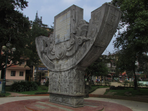 Statue in Sapa town square
