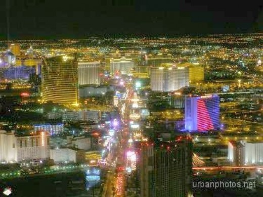 The Las Vegas strip as seen from the Stratosphere observation deck in March 2006. Stardust and Frontier have been demolished since then, and Encore at Wynn has been constructed next to Wynn.
