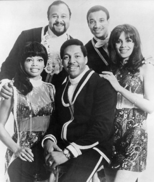 The Fifth Dimension who sang, Age of Aquarius/Let the Sun Shine In.