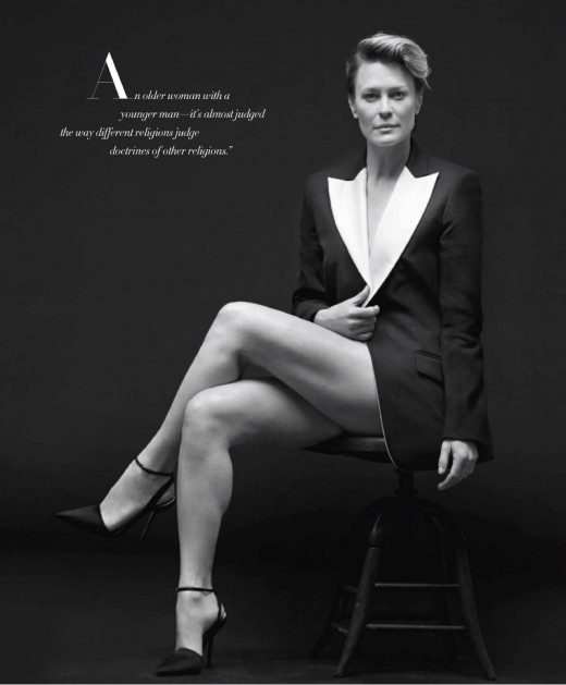 Robin Wright gorgeous crossed legs in a jacket and ankle strap high heels
