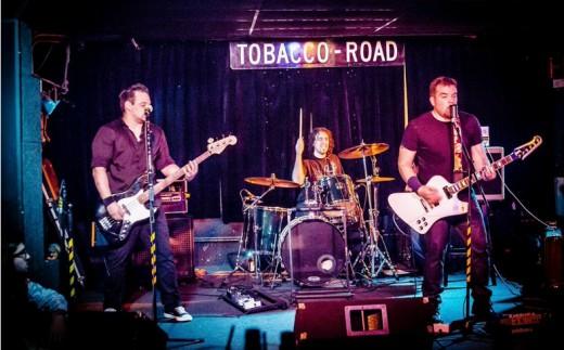 Ovrhol performing at Tobacco Road